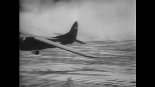 UNITED STATES 1940s: Views of gliders landing / Soldiers run out of plane.