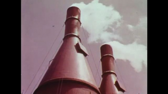 UNITED STATES: 1960s: sulphur dioxide pollution from factory chimney stack. Protection of environment.
