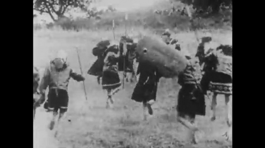 1910s: UNITED STATES: soldiers run across land. Soldiers take prisoners. People run with swords