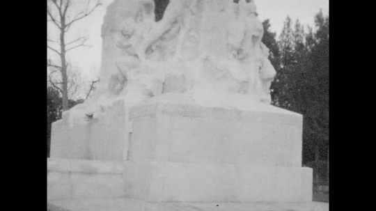 1940s: Views of statue.